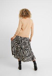 Dorothy Perkins Petite - FINE GAUGE BUTTON CUFF ROLL NECK - Jumper - camel - 2