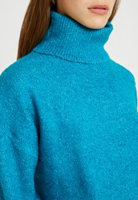 Dorothy Perkins Petite - BOUCLE ROLL NECK - Trui - peacock - 5