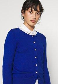 Dorothy Perkins Petite - COBALT CORE - Strikjakke /Cardigans - colbalt - 4