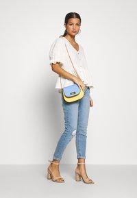 Dorothy Perkins Petite - HARPER  - Jeans Skinny Fit - light wash denim - 1