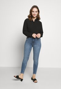 Dorothy Perkins Petite - PETITES MIDWASH SHAPING JEAN - Jeans Skinny Fit - mid wash denim - 1