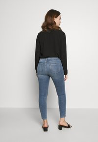 Dorothy Perkins Petite - PETITES MIDWASH SHAPING JEAN - Jeans Skinny Fit - mid wash denim - 2