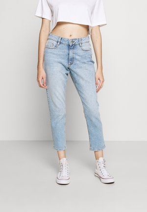 PETITES MOM - Vaqueros boyfriend - light wash denim