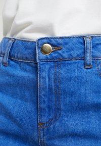 Dorothy Perkins Petite - BOY - Jeans Short / cowboy shorts - bright blue - 3