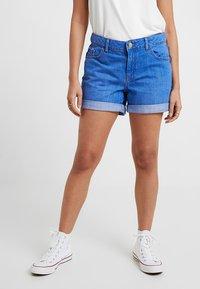Dorothy Perkins Petite - BOY - Jeans Short / cowboy shorts - bright blue - 0