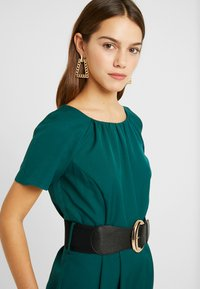 Dorothy Perkins Petite - BELTED JUMPSUIT - Kombinezon - forest green - 3