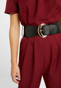 Dorothy Perkins Petite - BELTED - Combinaison - berry - 4