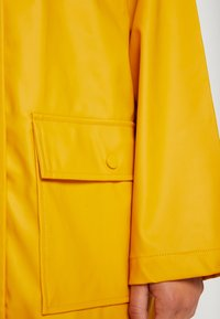 Dorothy Perkins Petite - RAINCOAT - Waterproof jacket - sunshine yellow - 5