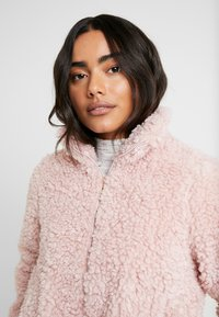 Dorothy Perkins Petite - SHORT TEDDY COAT - Winter jacket - pink