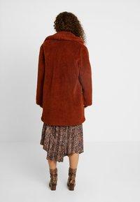 Dorothy Perkins Petite - LONGLINE COAT - Abrigo de invierno - rust - 2
