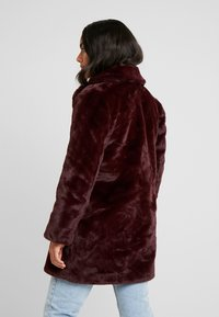 Dorothy Perkins Petite - LONG LINE PELTED - Winter coat - berry red - 2