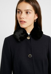 Dorothy Perkins Petite - DOLLY COAT   - Kåpe / frakk - navy - 4