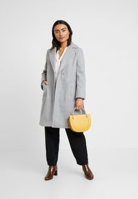 Dorothy Perkins Petite - PATCH POCKET WRAP COAT - Villakangastakki - grey - 1