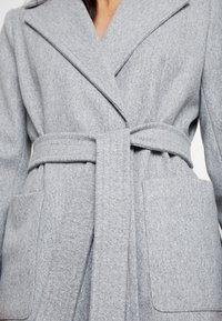 Dorothy Perkins Petite - PATCH POCKET WRAP COAT - Villakangastakki - grey - 4