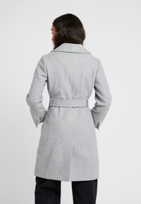 Dorothy Perkins Petite - PATCH POCKET WRAP COAT - Villakangastakki - grey - 2