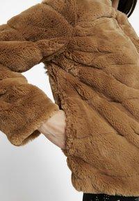 Dorothy Perkins Petite - SHORT CARVED - Veste d'hiver - nude - 5