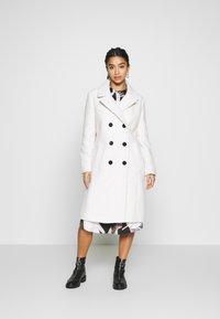 Dorothy Perkins Petite - CREAM BOUCLE COAT - Zimní kabát - cream - 1