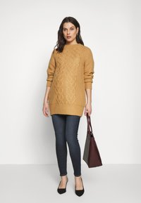 Dorothy Perkins Maternity - CABLE - Jersey de punto - camel - 1