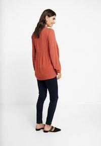 Dorothy Perkins Maternity - UNDERBUMP EDEN - Jeans slim fit - blue/black - 3