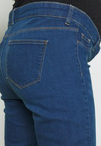 Dorothy Perkins Maternity - OVERBUMP EDEN JEGGING - Jeans slim fit - mid wash denim - 3