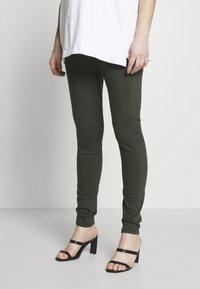Dorothy Perkins Maternity - MATERNITY OVERBUMP EDEN JEGGING - Jeans Skinny Fit - khaki - 0