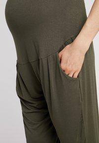 Dorothy Perkins Maternity - OVERBUMP PLAIN - Tracksuit bottoms - khaki - 5