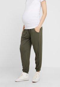 Dorothy Perkins Maternity - OVERBUMP PLAIN - Tracksuit bottoms - khaki - 0