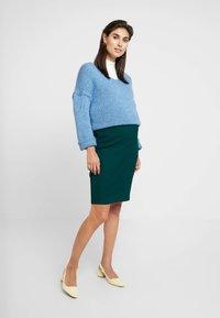 Dorothy Perkins Maternity - TEXTURED PENCIL SKIRT - Kynähame - green - 1
