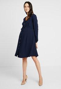 Dorothy Perkins Maternity - BUTTON TEA DRESS - Košilové šaty - navy - 1