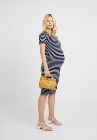 Dorothy Perkins Maternity - STRIPE SLEEVE SLEEVE BODYCON DRESS - Vestido ligero - navy - 1