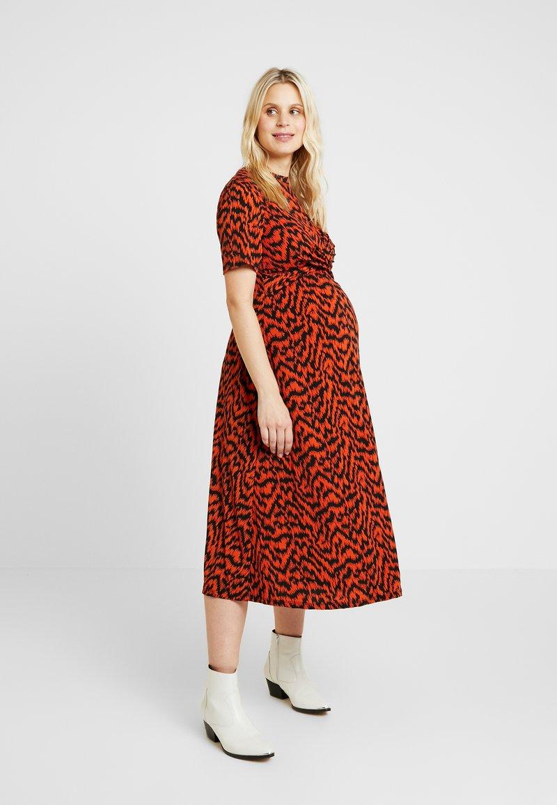 Dorothy Perkins Maternity - PRINT SHORT SLEEVE WRAP FRONT MIDI DRESS - Jerseykleid - orange