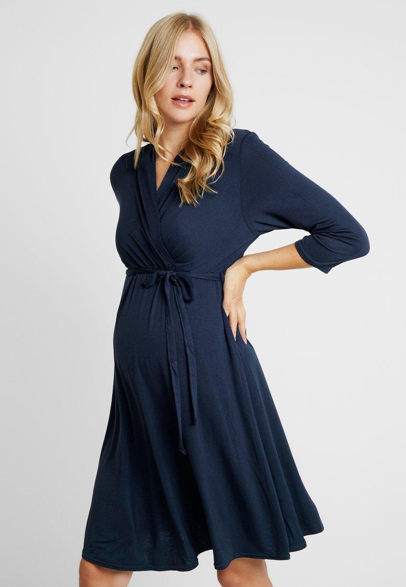Dorothy Perkins Maternity - NURSING RUCHED WRAP DRESS - Jerseyklänning - navy