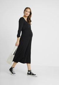 Dorothy Perkins Maternity - MOLLY GRAZER DRESS - Žerzejové šaty - black - 1