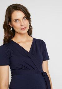 Dorothy Perkins Maternity - RUCH WRAP NURSING DRESS - Vestido ligero - navy - 3