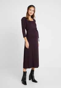 Dorothy Perkins Maternity - BERRY MOLLY DRESS - Žerzejové šaty - purple - 0