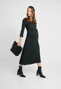 Dorothy Perkins Maternity - MOLLY DRESS - Žerzejové šaty - green - 1