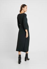 Dorothy Perkins Maternity - MOLLY DRESS - Žerzejové šaty - green - 2