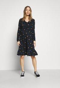 Dorothy Perkins Maternity - MATERNITY NECK TIERED COLOURED SPOT PRINT DRESS - Vestido ligero - black - 1