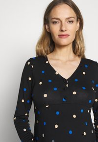 Dorothy Perkins Maternity - MATERNITY NECK TIERED COLOURED SPOT PRINT DRESS - Vestido ligero - black - 3