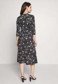 Dorothy Perkins Maternity - SKETCH FLORAL DRESS - Jerseykjoler - black - 2