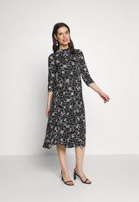 Dorothy Perkins Maternity - SKETCH FLORAL DRESS - Jerseykjoler - black - 1