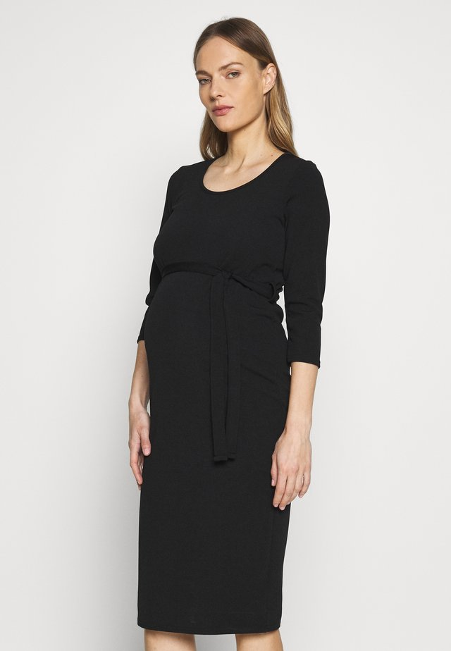 MATERNITY BODYCON BELTED DRESS - Jerseykjoler - black