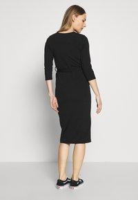 Dorothy Perkins Maternity - MATERNITY BODYCON BELTED DRESS - Žerzejové šaty - black - 2