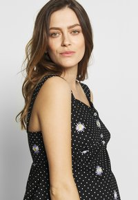 Dorothy Perkins Maternity - MATERNITY DAISY EMBROIDERED DRESS - Vestido ligero - black