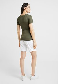 Dorothy Perkins Maternity - SHORT SLEEVE BALET WRAP - Camiseta estampada - khaki - 2
