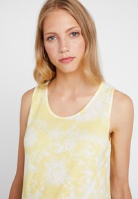 Dorothy Perkins Maternity - TIE DYE VEST - Top - sunshine yellow - 5