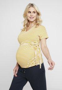 Dorothy Perkins Maternity - BALLET WRAP NURSING - T-shirts med print - ochre - 0