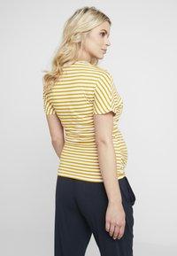 Dorothy Perkins Maternity - BALLET WRAP NURSING - T-shirts med print - ochre - 2