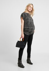 Dorothy Perkins Maternity - BUTTON SHOULDER BOAT NECK TEE - Printtipaita - black - 1