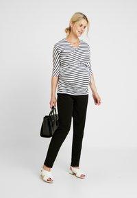 Dorothy Perkins Maternity - BALET WRAP NURSING TOP STRIPE - Langærmede T-shirts - navy - 1